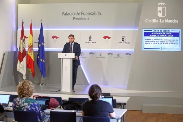 El Gobierno regional aprueba varias medidas para reforzar la protección de los menores y la atención a las personas mayores