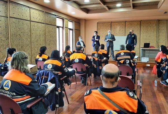 El Gobierno de Castilla-La Mancha forma a una veintena de voluntarios de Protección Civil en la búsqueda de personas en grandes extensiones