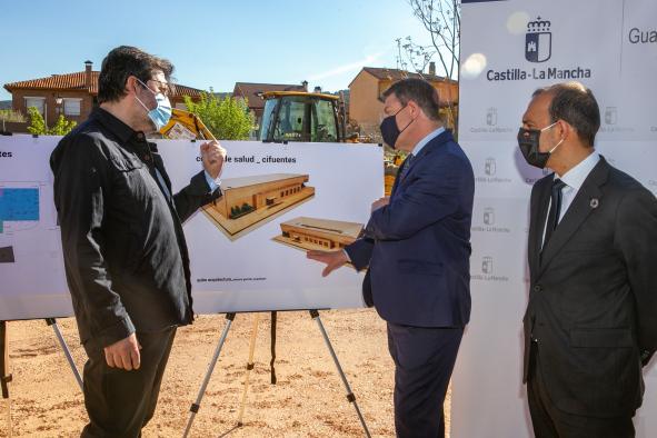 Firma del protocolo con la Diputación Provincial de Guadalajara para garantizar la inversión en consultorios locales de la provincia