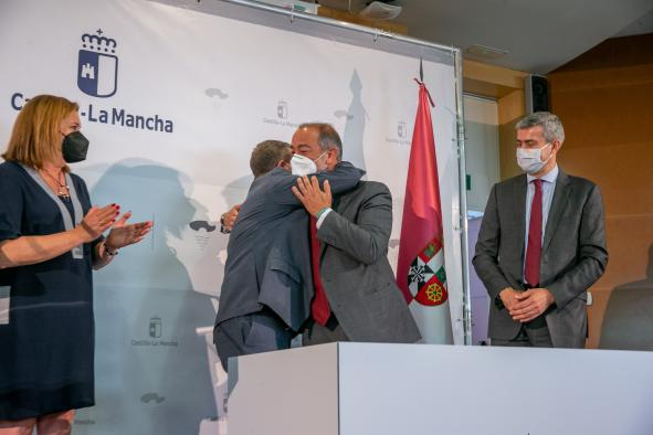 Firma tres protocolos de colaboración con el rector de la Universidad de Castilla-La Mancha, Julián Garde, y la alcaldesa de Talavera, Agustina García-Élez
