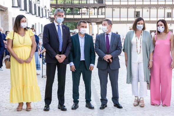 """García-Page se compromete a hacer la iluminación artística de la Plaza Mayor de Tembleque """"porque invertir en patrimonio es invertir en la gente"""""""