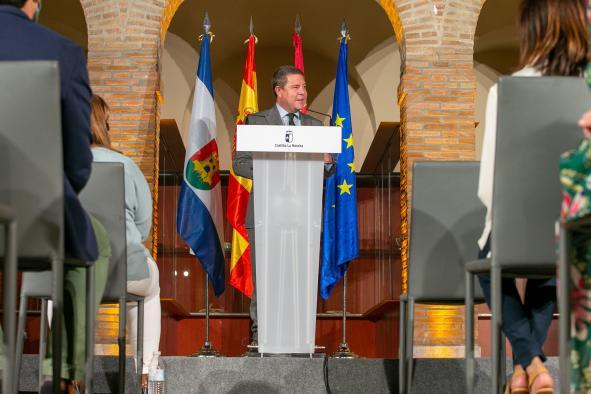 """Emiliano García-Page anuncia una inversión de 26 millones de euros en el mantenimiento """"de más de 260 kilómetros de carreteras"""" de la región"""