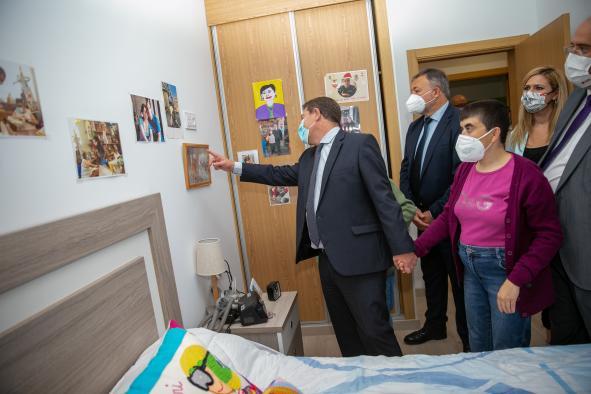 Inauguración de las nuevas viviendas con apoyos de la Asociación para la Atención a Personas con Discapacidad Intelectual o del Desarrollo y sus Familias de la provincia de Cuenca (ASPADEC).