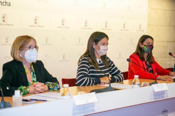 La consejera de Bienestar Social, Bárbara García Torijano, preside el Consejo regional de Mayores