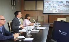 El consejero de Agricultura, Agua y Desarrollo Rural mantiene una videoconferencia con representantes del sector vitivinícola de la región